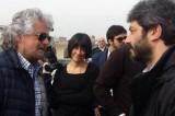 Beppe Grillo al cantiere dell'Expo 2015: «andrò io dalla Merkel»