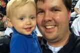 Dimentica in auto il figlio di 2 anni che muore. Rischia pena di morte
