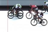Tour de France: Trentin sprint al millimetro contro Sagan, è vittoria
