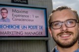 Curriculum sul cartellone pubblicitario, la disoccupazione combattuta con la pubblicità