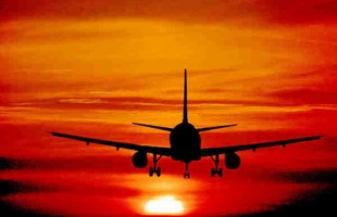 Sms di un pilota d'aereo alla moglie: 'Se mi lasci, mi schianto'