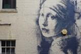 La nuova parodia di Banksy: «La ragazza con il timpano perforato»