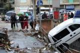 Disastro Genova, bare e salme nel fiume dopo il crollo al cimitero