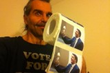 FOTO Piero Pelù e la carta igienica stampata con la faccia di Renzi