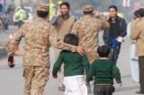 Pakistan: strage di bambini in una scuola da parte dei talebani