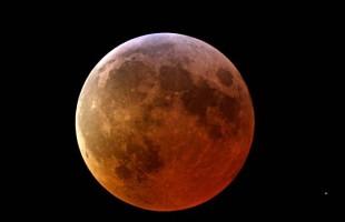 Nel 2015 un cielo spettacolare, tra eclissi di sole e superluna rossa