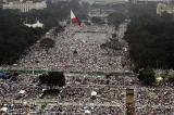 """La bambina di Manila al Papa """"Perché Dio permette la prostituzione dei bambini"""""""