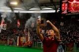 FOTO Il selfie di Totti nel derby fa il giro del mondo
