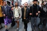 Turchia: uomini in minigonna contro la violenza sulle donne