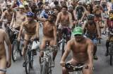 A Melbourne ciclisti nudi in bicicletta contro auto e inquinamento [FOTO]