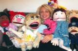 Amori bizzarri: ventriloqua lascia il fidanzato per i suoi burattini