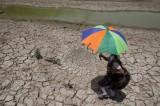 FOTO Caldo record in India, 50 gradi. Oltre mille morti e strade sciolte