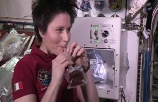 Samantha Cristoforetti: la prima a gustarsi un espresso nello spazio