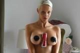 HoldACokeWithYourBoobsChallenge: serve davvero o si rende sexy una terribile malattia?