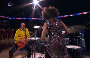 VIDEO Carlos Santana suona l'inno americano alle finali NBA