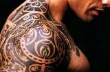Allarme tatuaggi e piercing: infezioni ed epatiti per un giovane su quattro