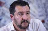 """Salvini attacca il """"crocifisso comunista"""": la figuraccia è servita"""