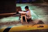 Filippine: la storia di Daniel, dal lampione ai banchi di scuola