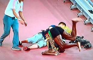 VIDEO Usain Bolt: il cameraman investe il velocista giamaicano