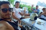 Stuprano una turista: poi si scattano selfie col segno della vittoria