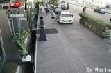 VIDEO – Napoli. Scippo a un turista davanti alle telecamere