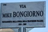 Milano. Pisapia inaugura via Mike Bongiorno nel quartiere Porta Nuova