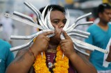 Phuket, festival vegetariano horror: volti trafitti da chiodi e lame