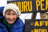 FOTO –  Donna record scala il Kilimangiaro a 86 anni