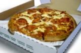 Il cartone della pizza potrebbe essere tossico. L'allarme della Fda
