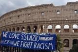 """""""Amiamo la Lazio, combattiamo il razzismo"""": il flashmob al Colosseo"""