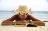 10 libri da leggere sotto l'ombrellone: titoli per tutti i gusti